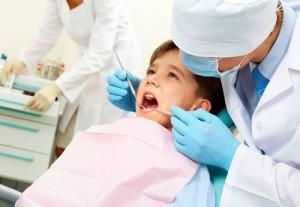Раннее удаление молочных зубов