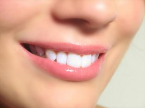 Выровнять зубы без брекетов
