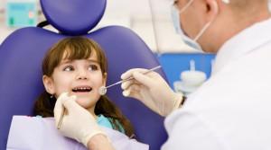 Ведем ребенка к детскому стоматологу