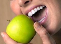 Протезування зубів і його види