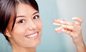 Уход за съемным зубным протезом