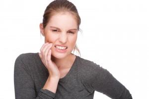 Почему болит зуб мудрости