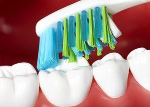 На что обратить внимание при выборе зубной щетки?